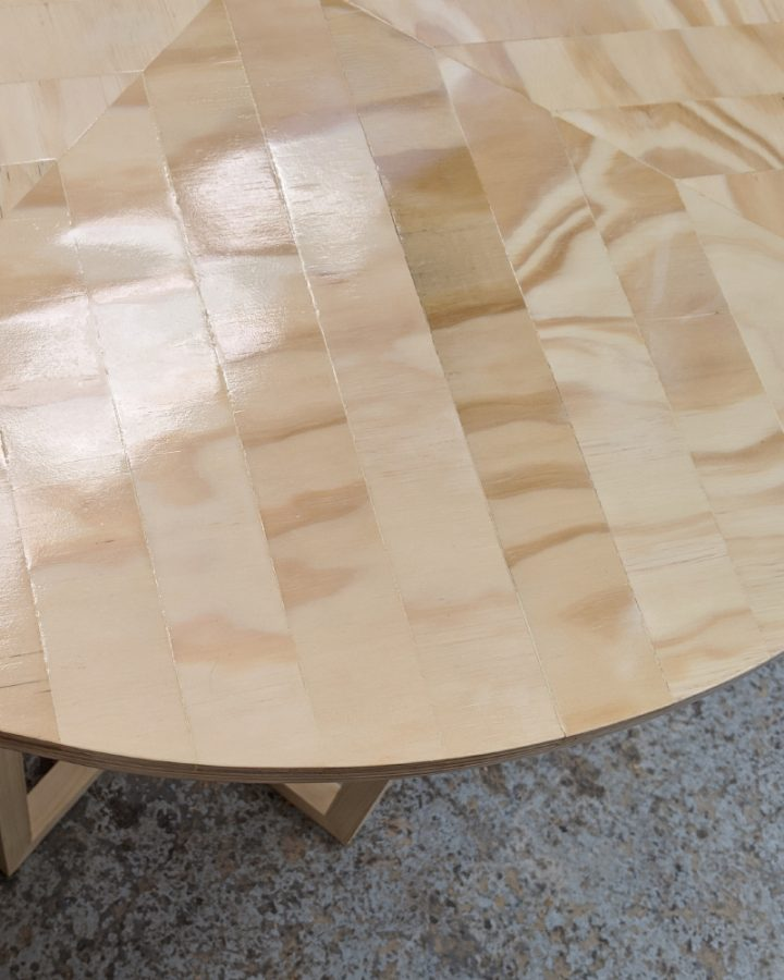 large round bar table